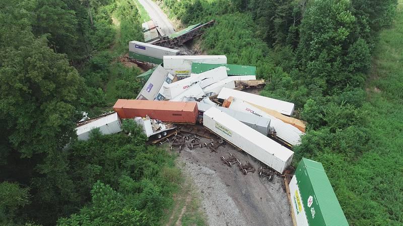 Train derails in Russell, Miss.