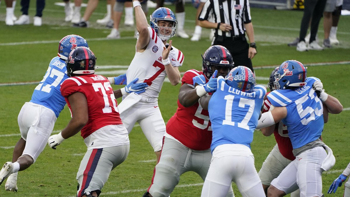 Red quarterback Luke Altmyer (7) passes under Blue team pressure in the second half of The...