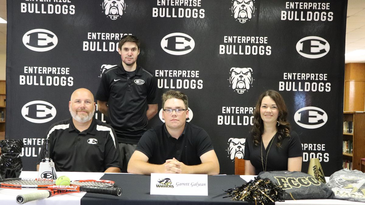 Garrett Galyean, joined by his parents Shaun and Chastity and head coach Justin Sollie, signed his NLI on Thursday.