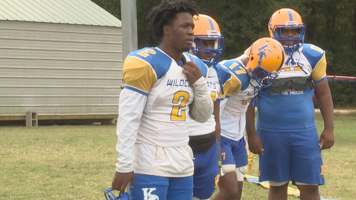 Running back Dicenzo Miller Jr. of Kemper county at practice.