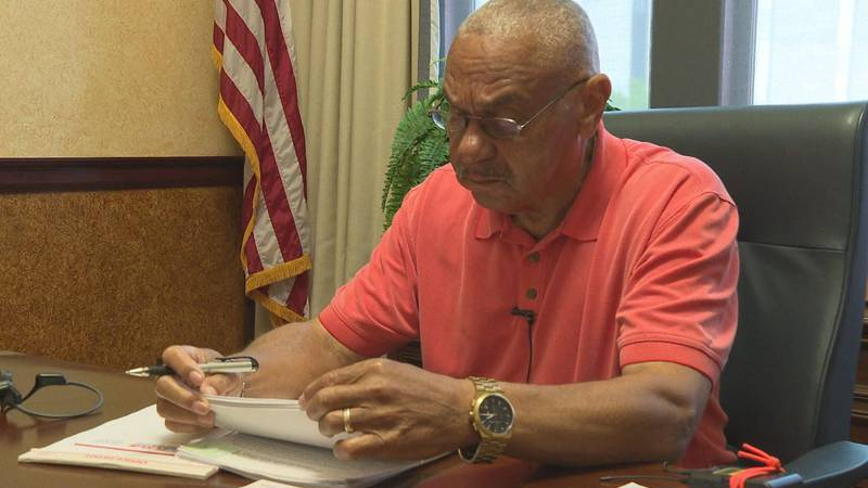 Mayor Jimmie Smith gets to work on his first day in office.