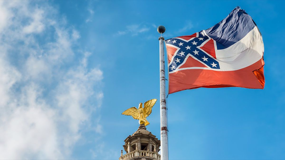 Mississippi state flag flying in front of capitol building in Jackson (Shutterstock)