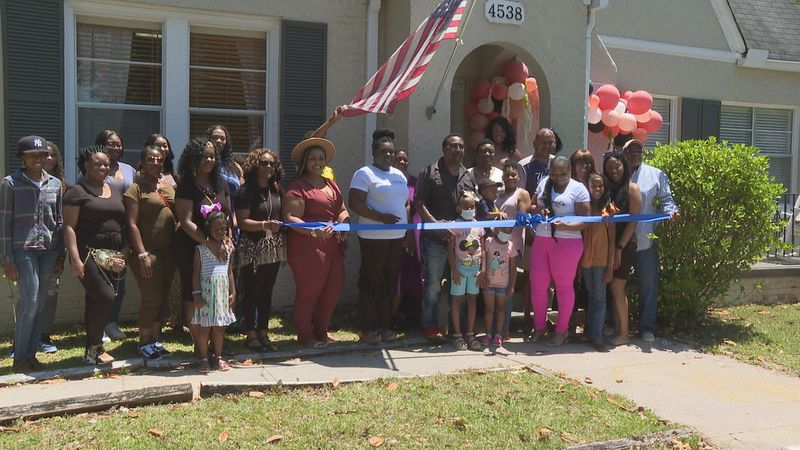 A grand open ribbon-cutting launched a new hair salon in Meridian.