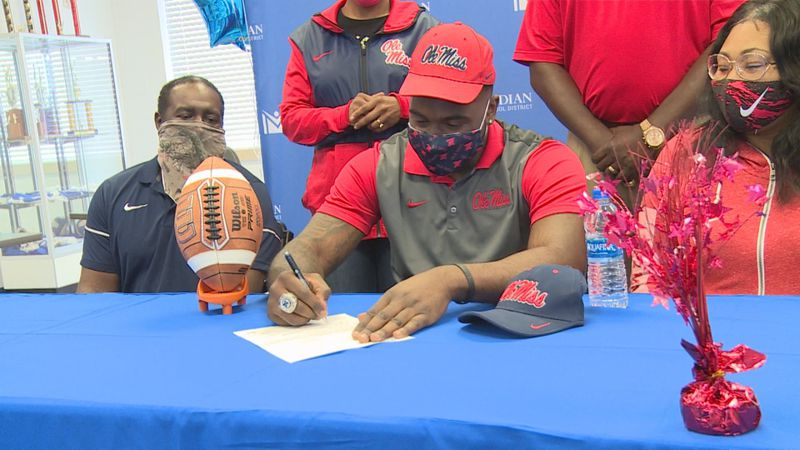 Jamond Gordon signs his letter of intent to play football for Ole Miss.