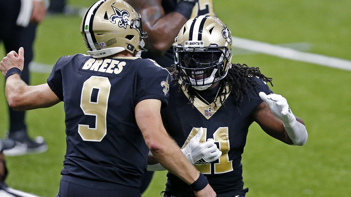 New Orleans Saints running back Alvin Kamara (41) celebrates his touchdown with quarterback...