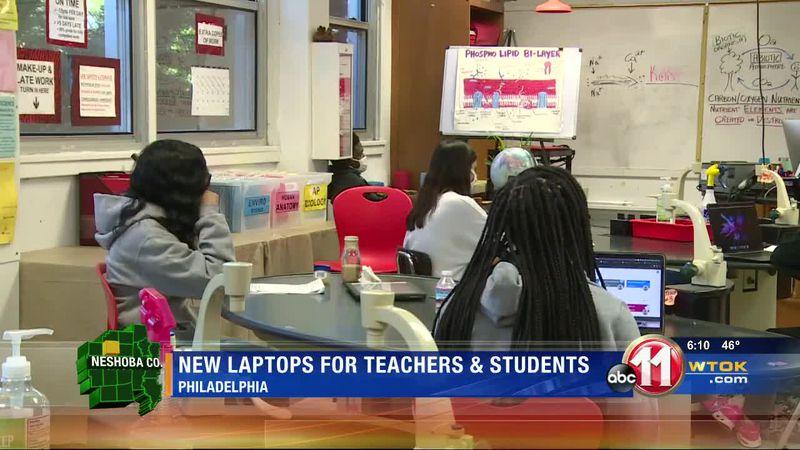 Philadelphia students get MacBook laptops