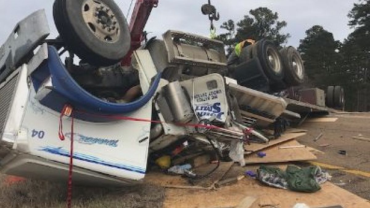 Accident scene (Photo Source: WCBI-TV)