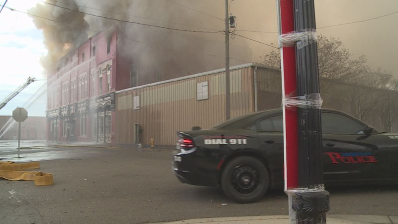 The abandoned building fire caused an inconvenience for many downtown businesses.