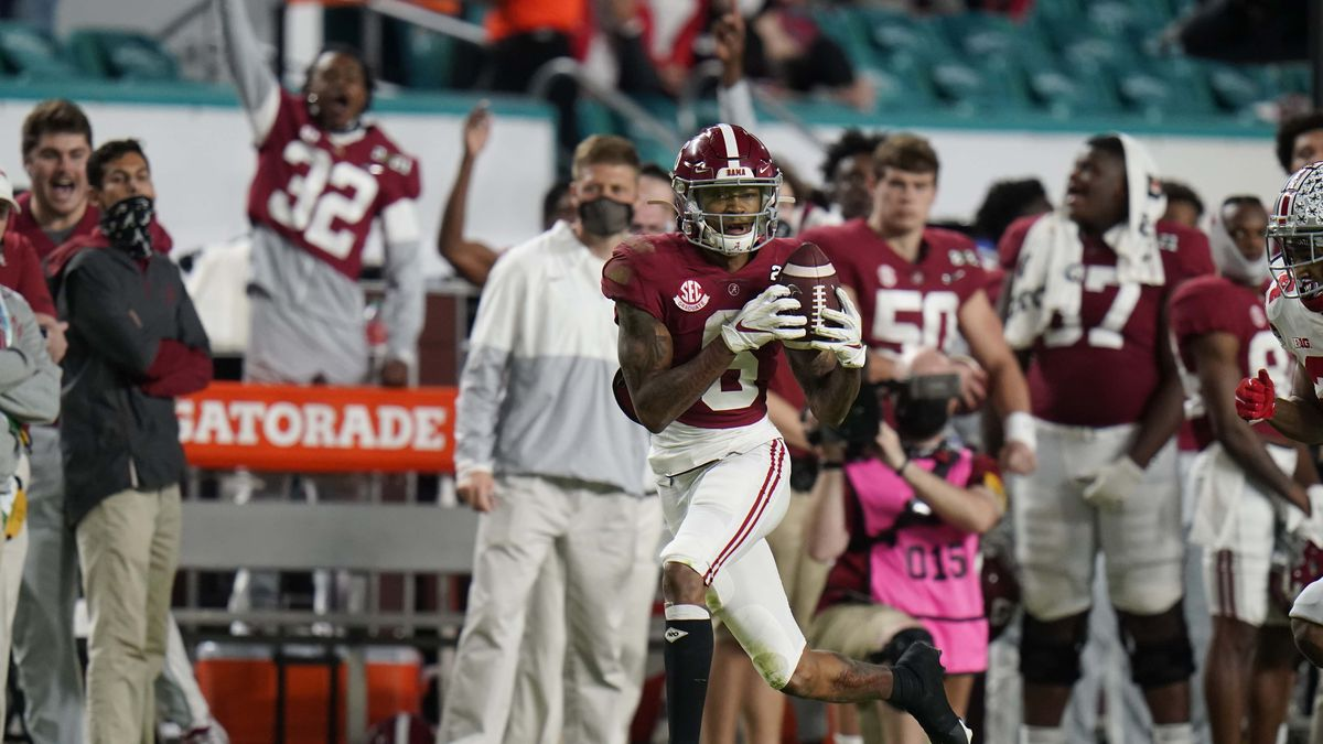 Alabama wide receiver DeVonta Smith catches a touchdown pass against Ohio State during the...