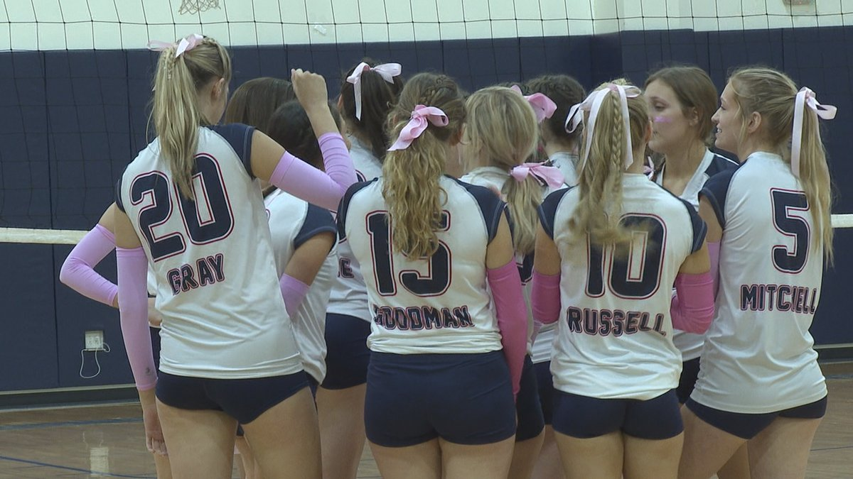 Raiders huddle together in the first set to try to make a comeback. They lose the match 25-9.