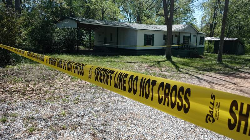 Body found at abandoned house in Lake, Miss.