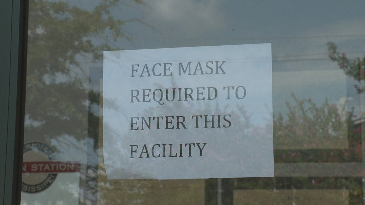 A sign in Meridian alerts residents that there is a mask requirement.