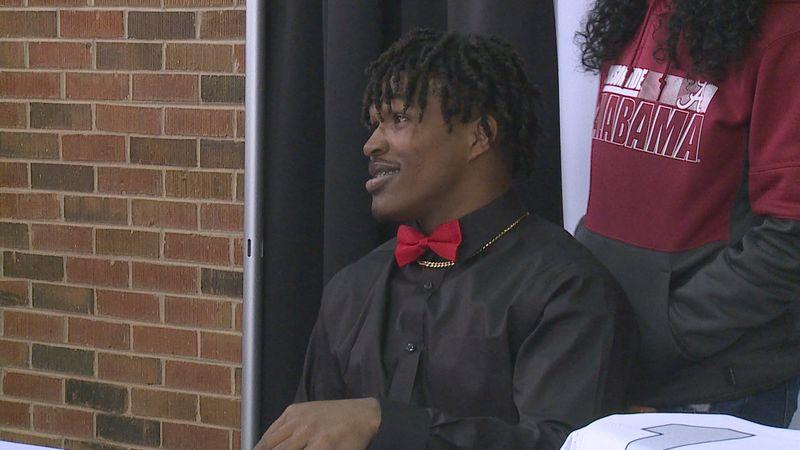 Kadarius Calloway signed to play football at the University of Alabama