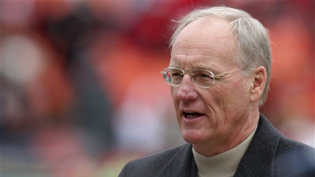 Former Kansas City Chiefs head coach Marty Schottenheimer walks the field prior to the Chiefs'...
